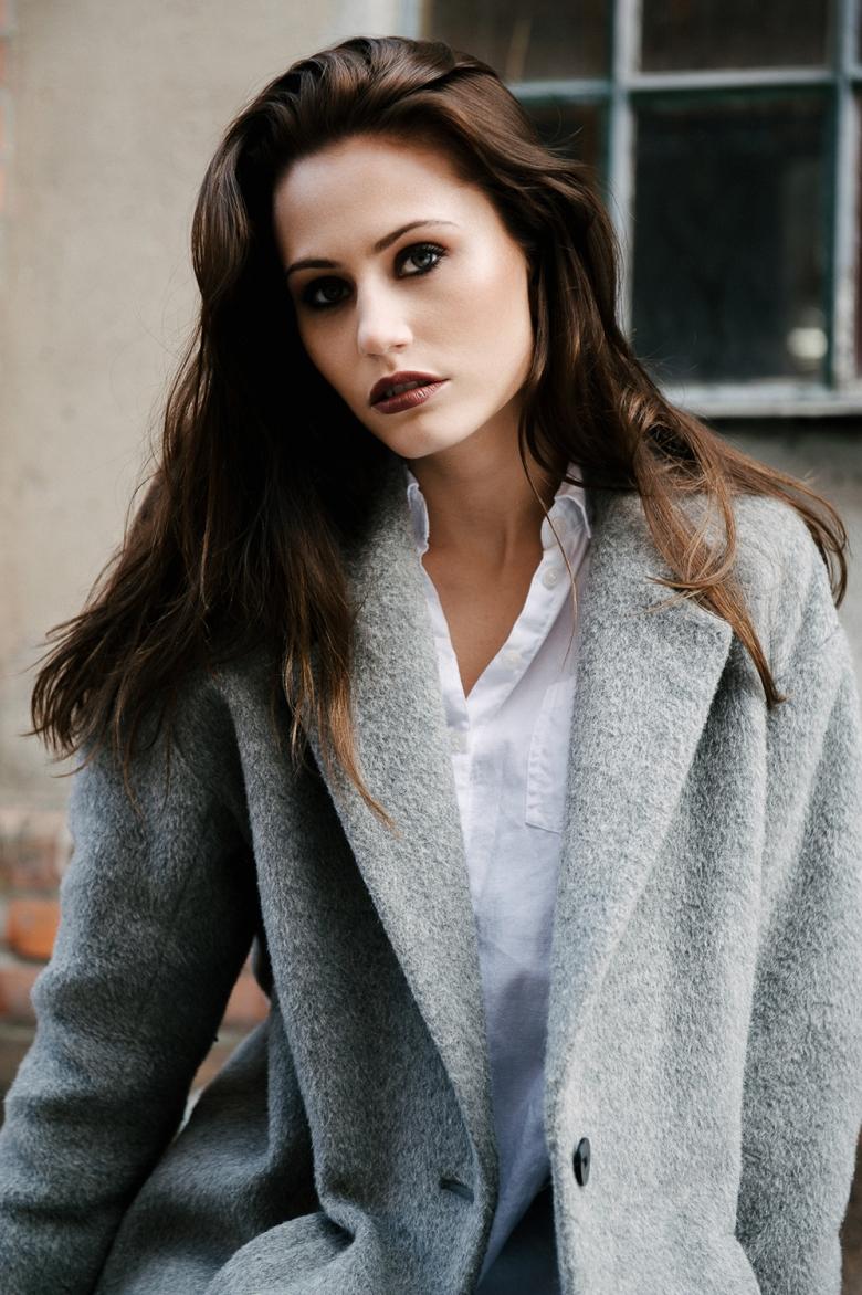 M: Helene @ Idol Looks; MUA: Jacqueline Kroon