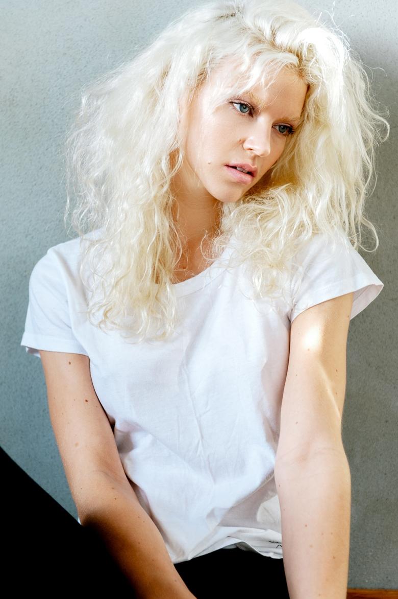 M: Maiken @ Idol Looks; MUA: Jacqueline Kroon