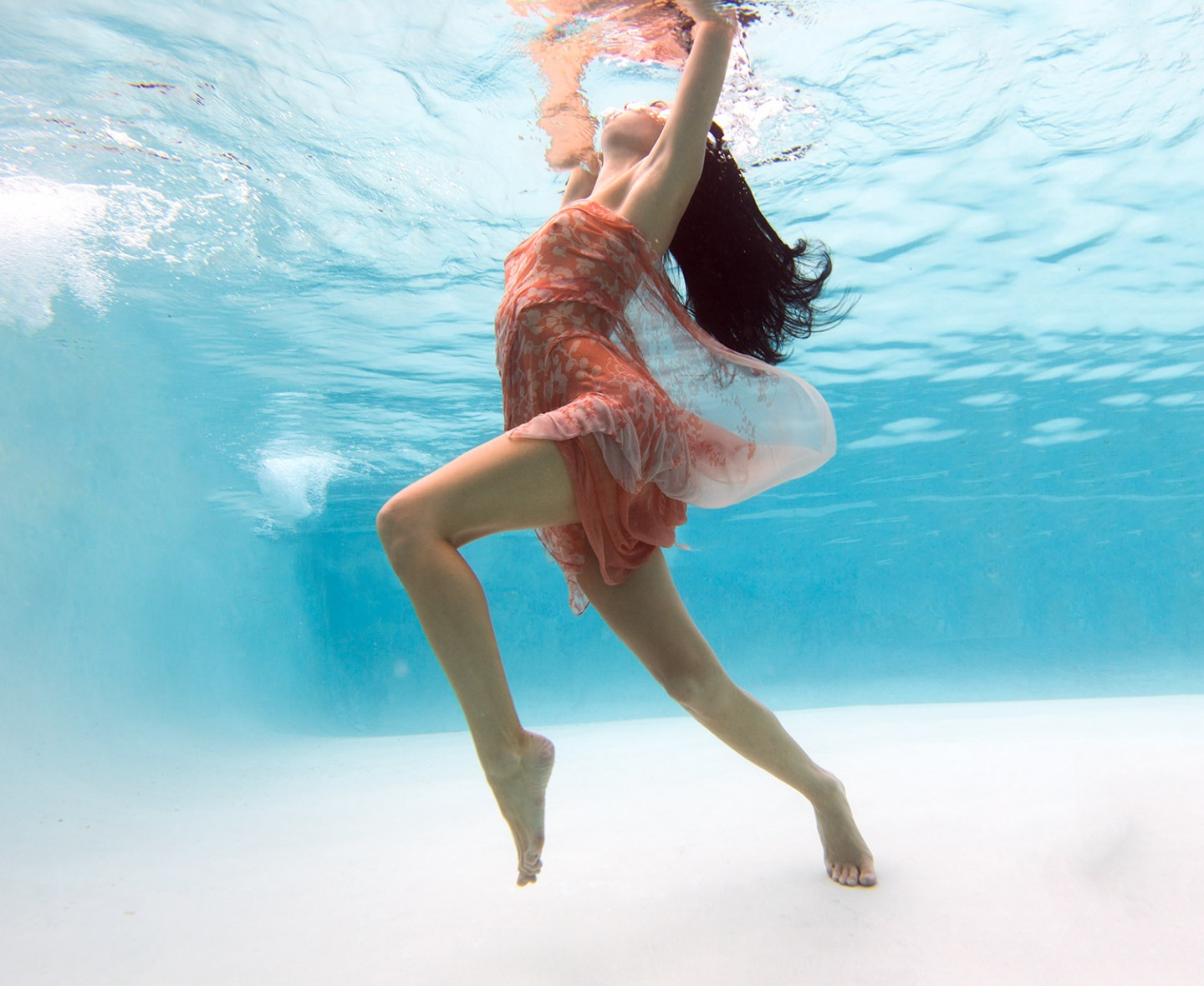Cristina Sandu Underwater Pool Shoot Photo: Chuck Espinoza @ChuckEspinozaPhoto
