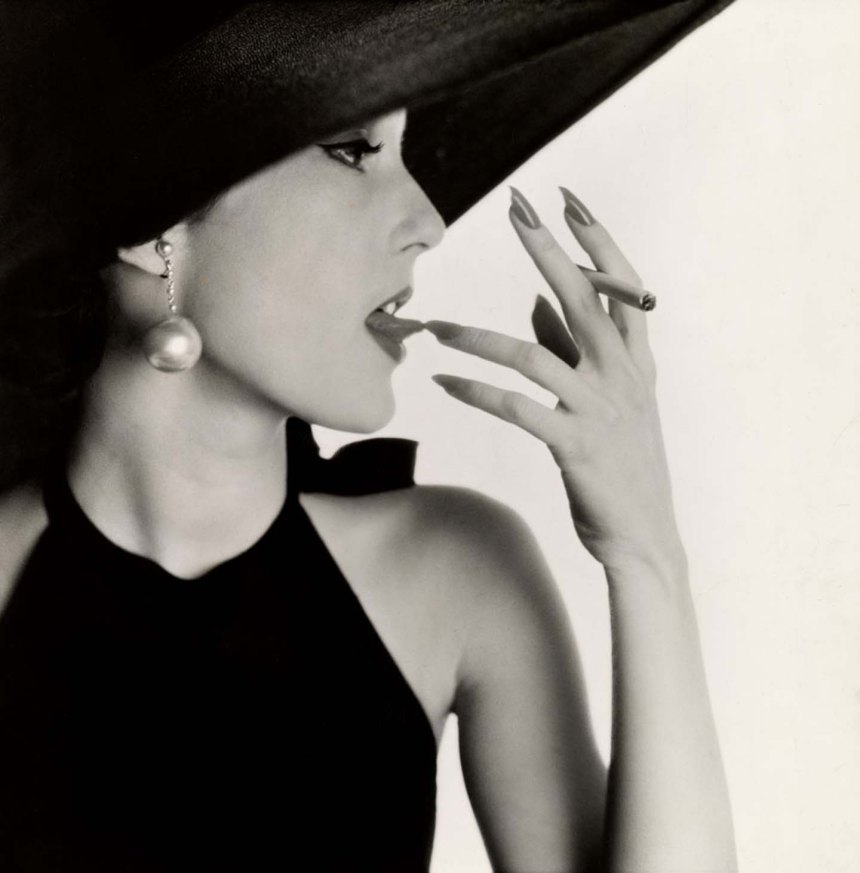 A photograph from the Irving Penn Centennial exhibition at C/O Berlin as published in Photo/Foto Magazine